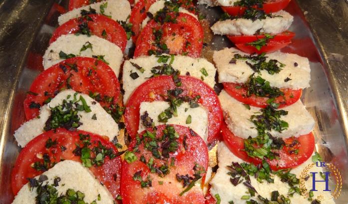Tomaten Caprese mit Cashew-Mozzarella